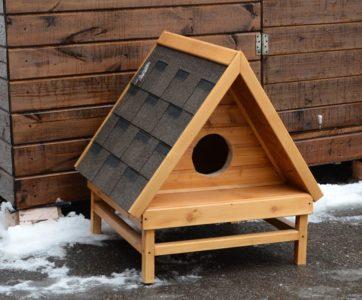 Треугольный зимний домик для кошки